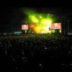 Tak się bawił lud na zeszłorocznej edycji Festiwalu:-) Jak widać scena i tłum bawiących się tysięcy ludzi robi oszałamiające wrażenie..