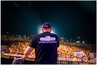 Jurek Owsiak prowadzący 17 Przystanek Woodstock w 2011 roku