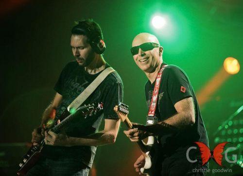 Joe Satriani podczas koncertu na Wembley w Londynie