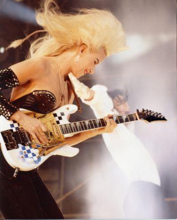 Jennifer Batten - zdjęcie gitarzystki